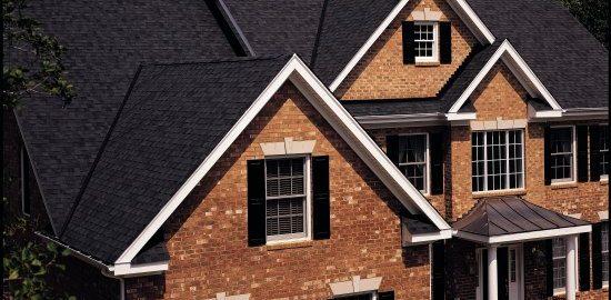 Remek áron építtethet ki zsindelyes tetőt.