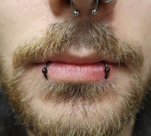 szájkörnyéki piercing