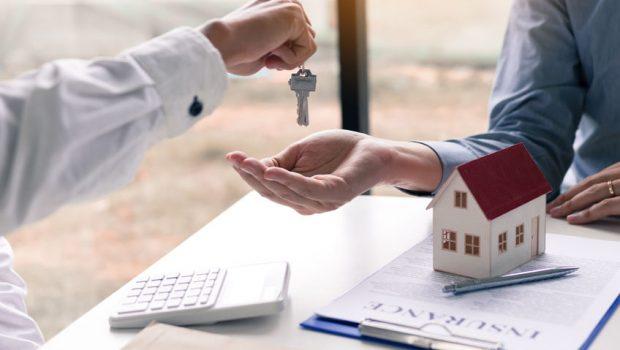 ingatlanközvetítő